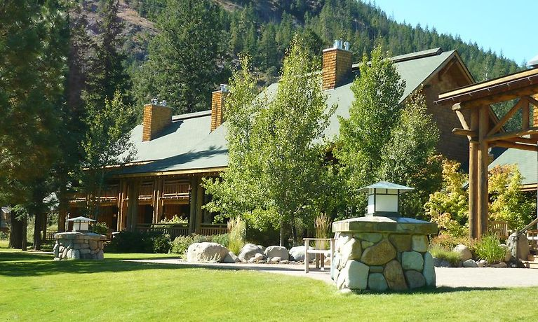 FREESTONE INN, MAZAMA **
